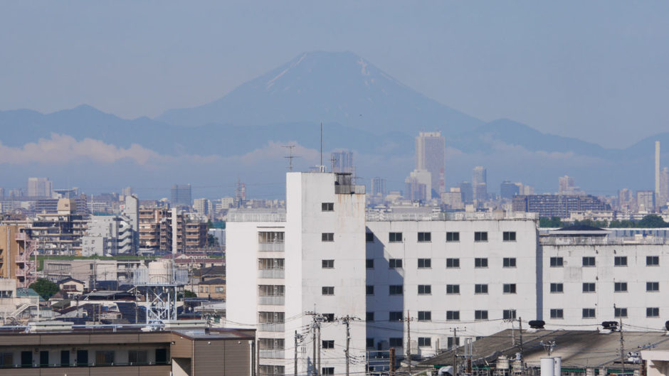 本覚寺から見える初夏の富士山