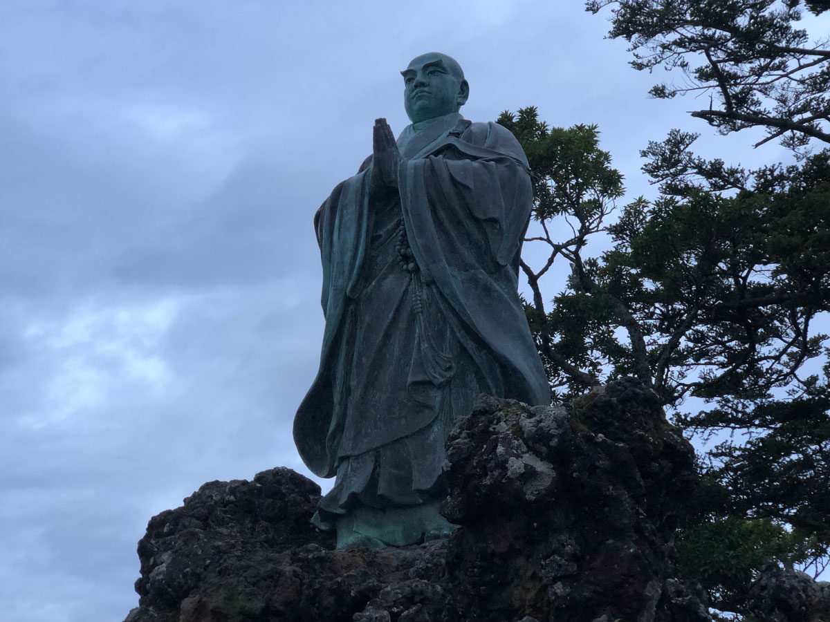 旭が森日蓮聖人像