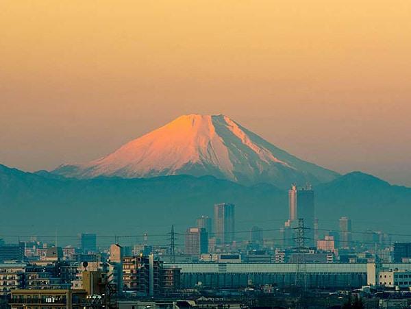 本覚寺から見える元旦の富士山