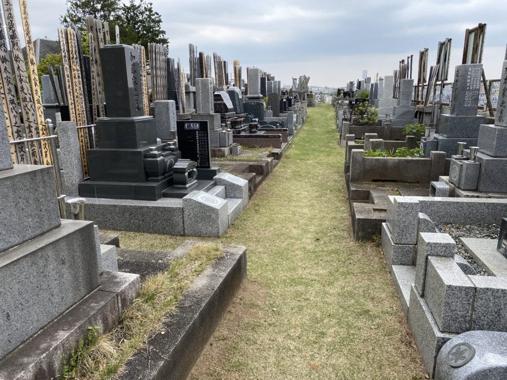本覚寺 芝生墓地