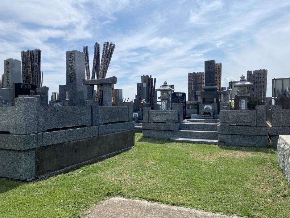 本覚寺境内墓地
